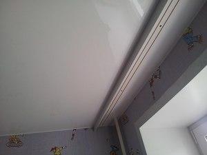 Скрытый потолочный карниз в натяжном потолке